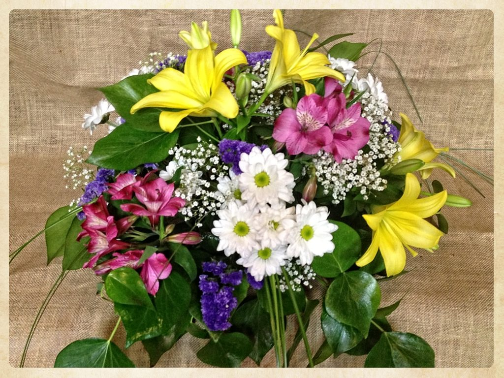 Bouquet flores variadas aniversario