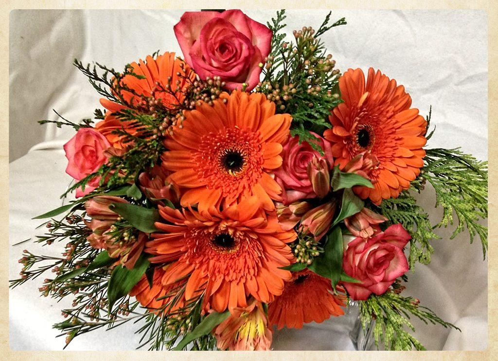 Bouquet aniversario tonos naranjas