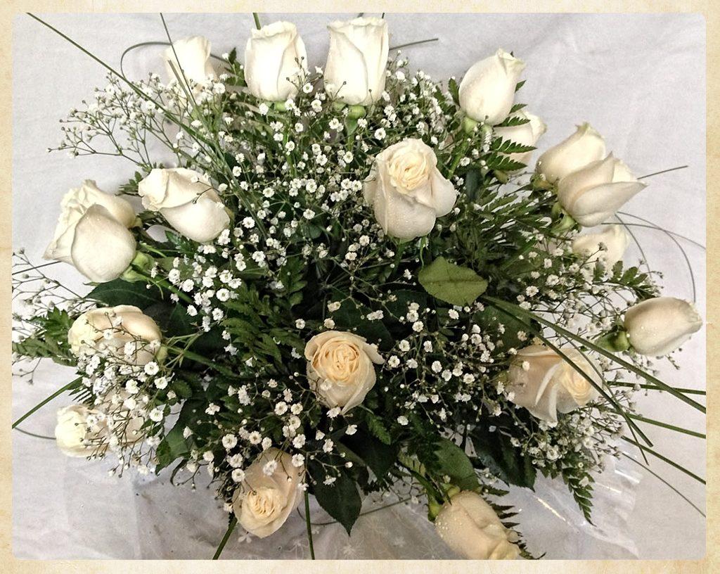 Bouquet aniversario tonos blancos